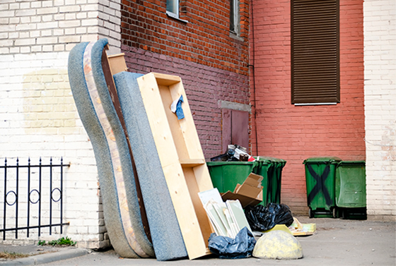 Вывоз крупногабаритного мусора с участка